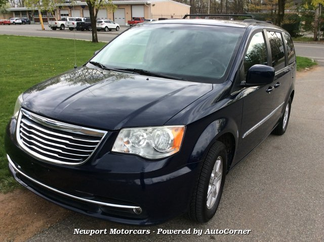 2012 Chrysler Town & Country Touring 6-Speed Automatic